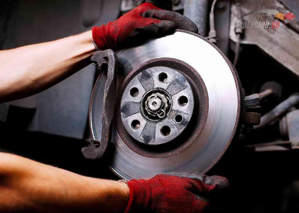 Почему скрипят тормоза при торможении и передаются вибрации на рулевую колонку