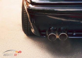 Сизый дым из выхлопной трубы: выявление причин