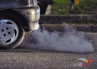 Синий дым из глушителя: диагностика и ликвидация причин появления