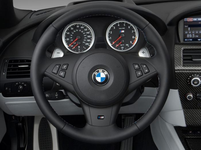 Панель приборов и руль в BMW