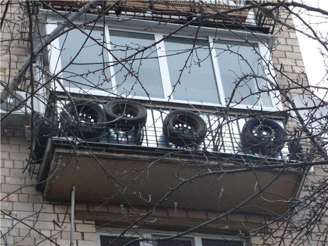 Хранение шин на открытом воздухе на балконе