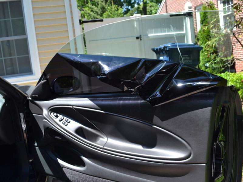 Снятие тонировки со стекла авто