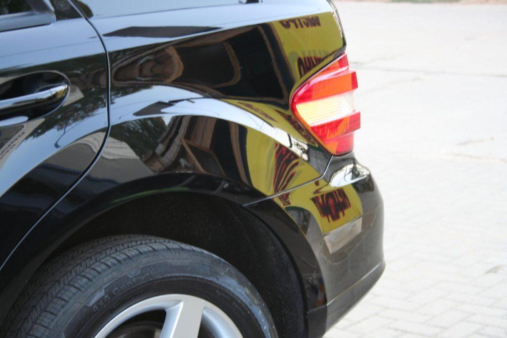 Кузов авто после обработки абразивным полиролем