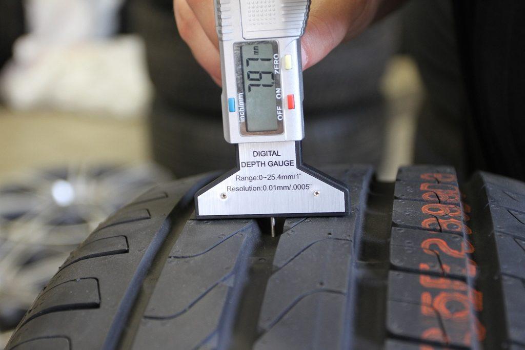 Проверка протектора шин