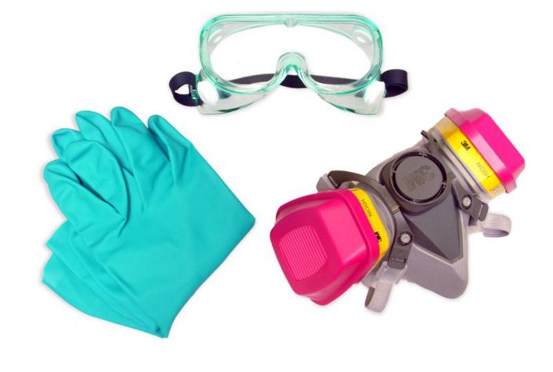 Перчатки, респиратор и очки