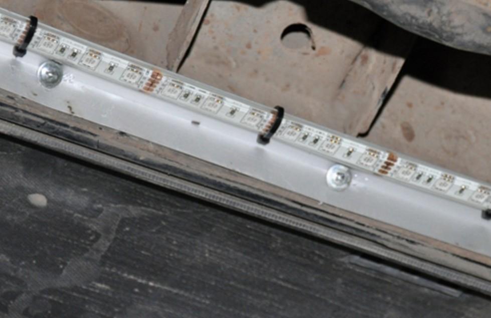 Светодиодная лента под порогом автомобиля