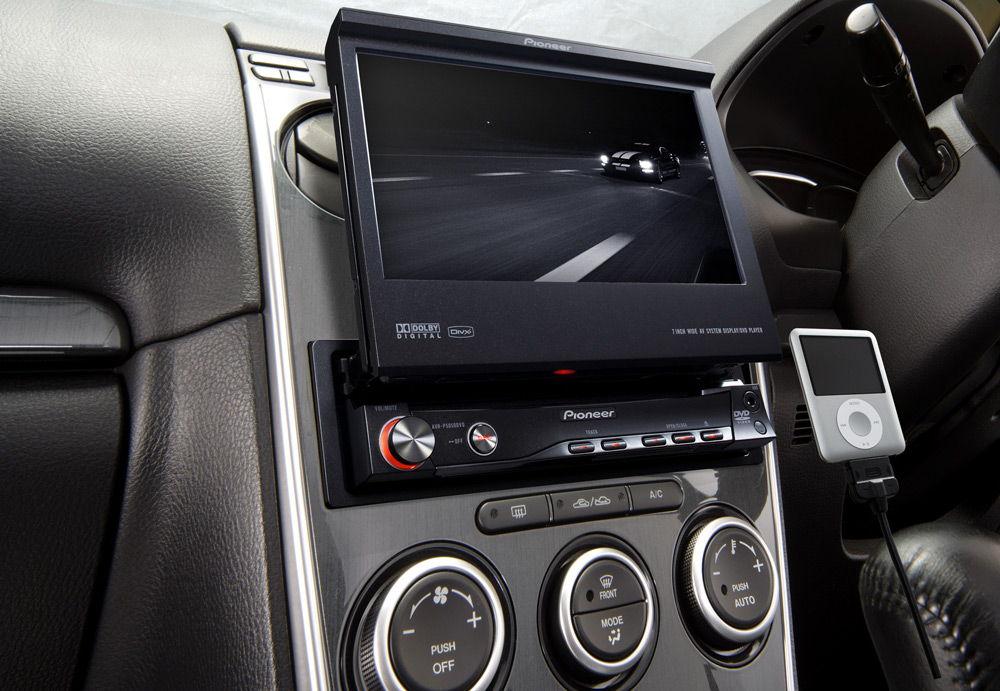 Автомагнитола с выдвижным экраном