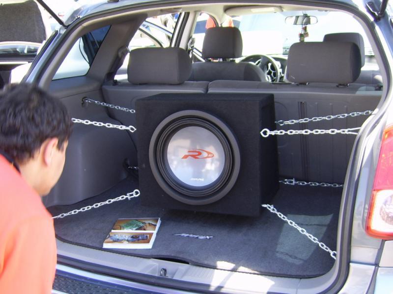 Как установить и подключить сабвуфер в машину?