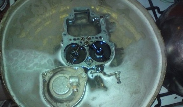 Промывка карбюратора со снятием его с двигателя