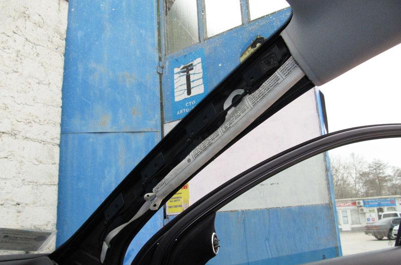 Демонтированная боковая стойка
