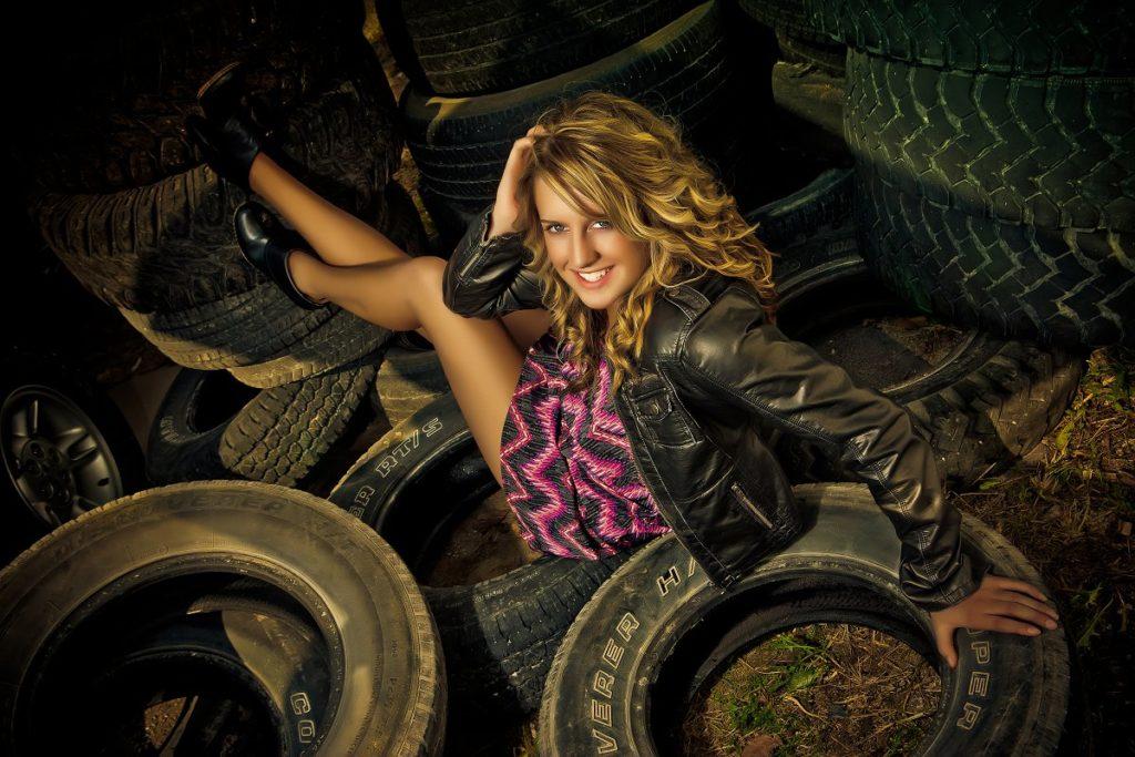 Девушка и шины
