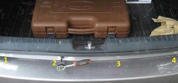 В багажнике тоже есть крепления