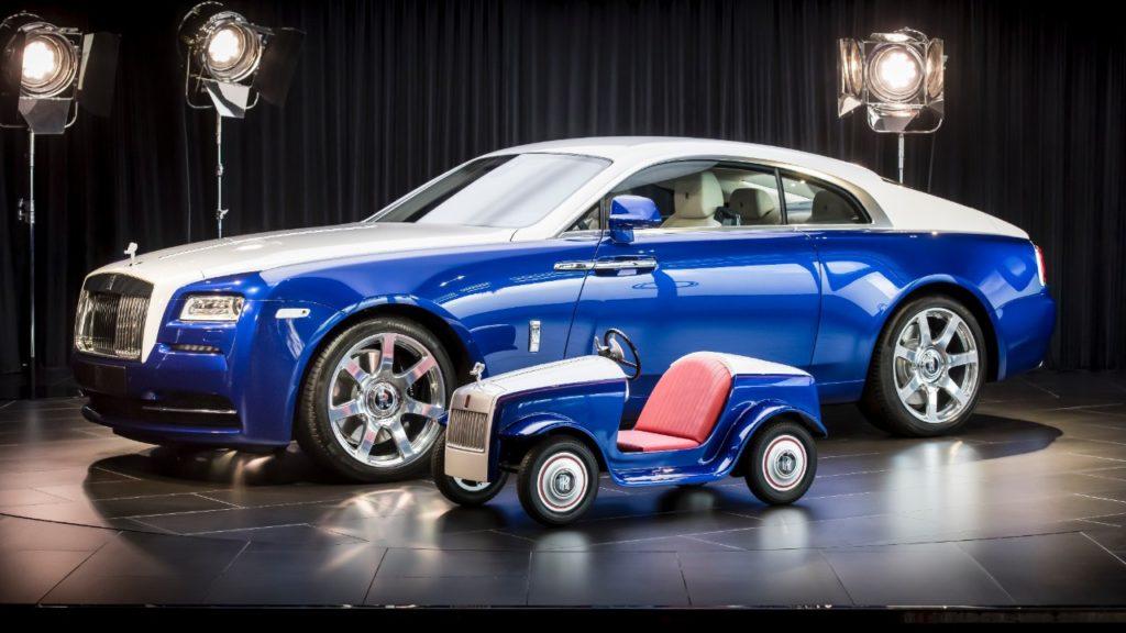 Большая и маленькая модель Rolls-Royce