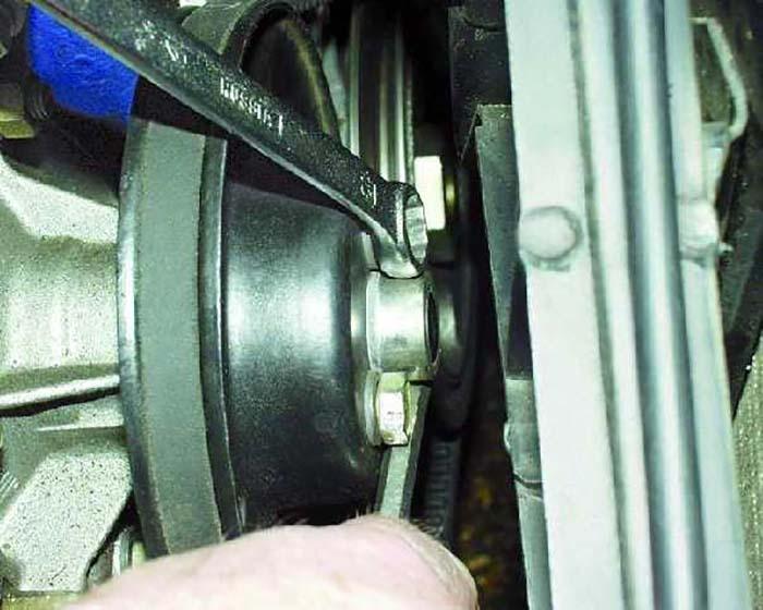 Откручивание шкива помпы ВАЗ 2106