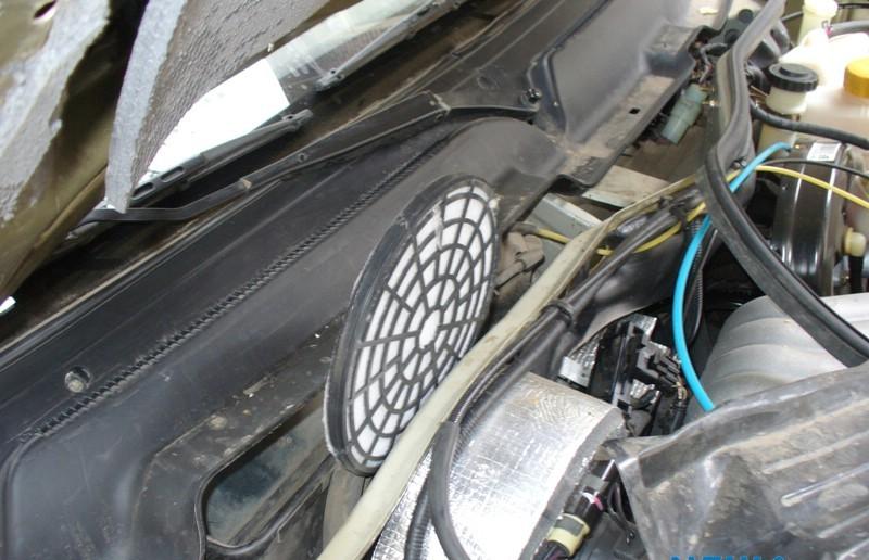 Технологическое отверстие в кузове для рециркуляции воздуха