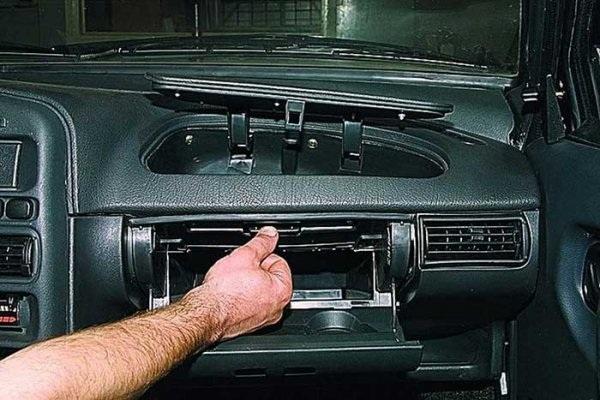 Демонтаж перчаточного ящика