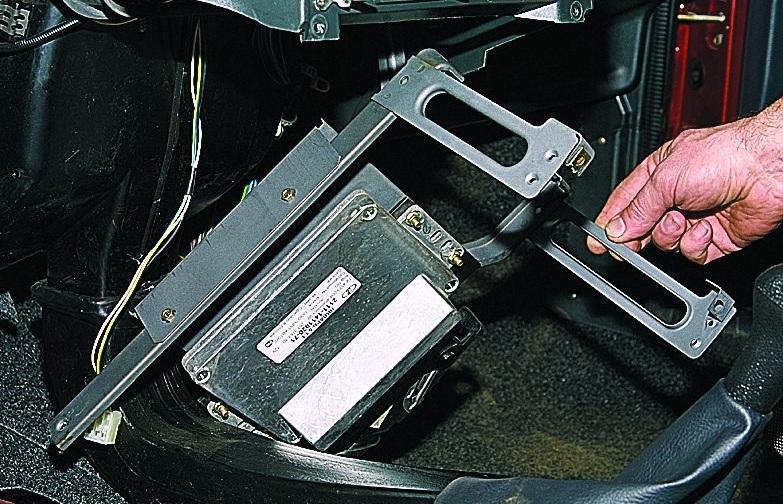 Демонтаж электронного блока управления