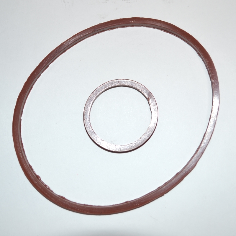 Стопорное кольцо на помпе автомобиля КАМАЗ