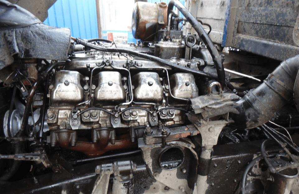 Демонтаж корпуса помпы с двигателя автомобиля КАМАЗ