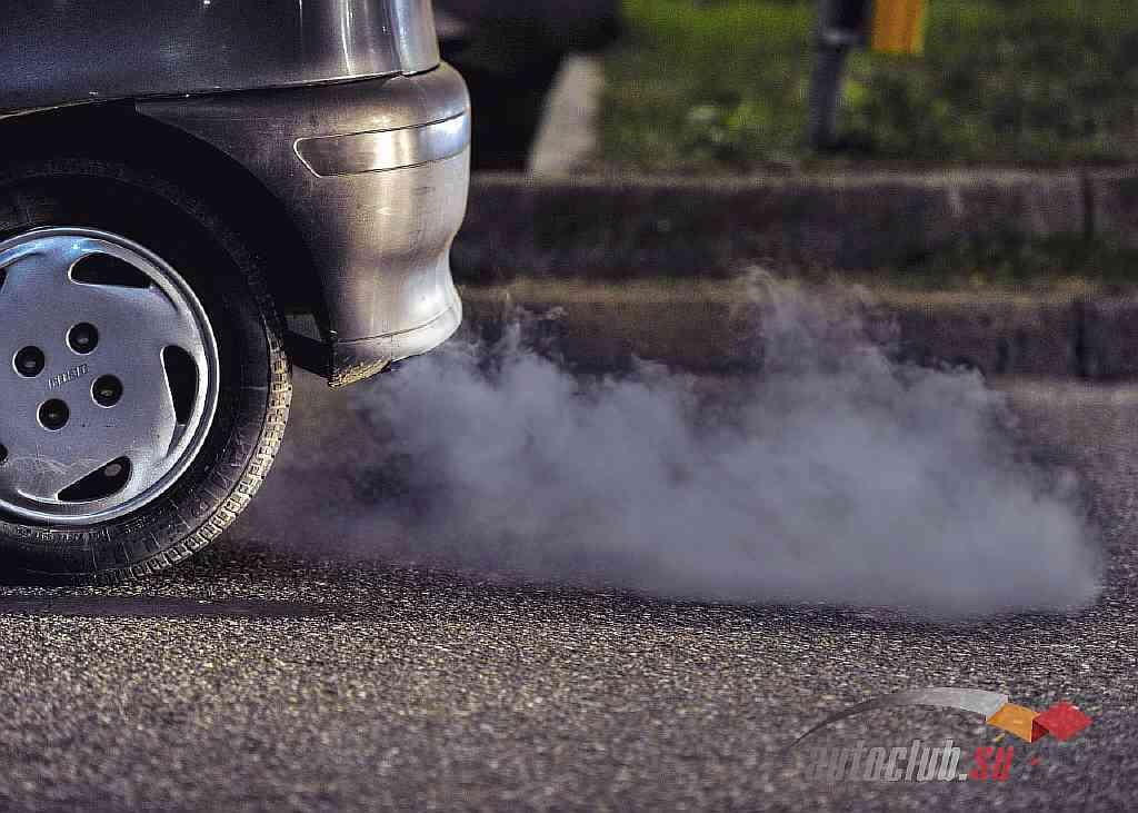 Почему идет синий дым из глушителя и причины его появления