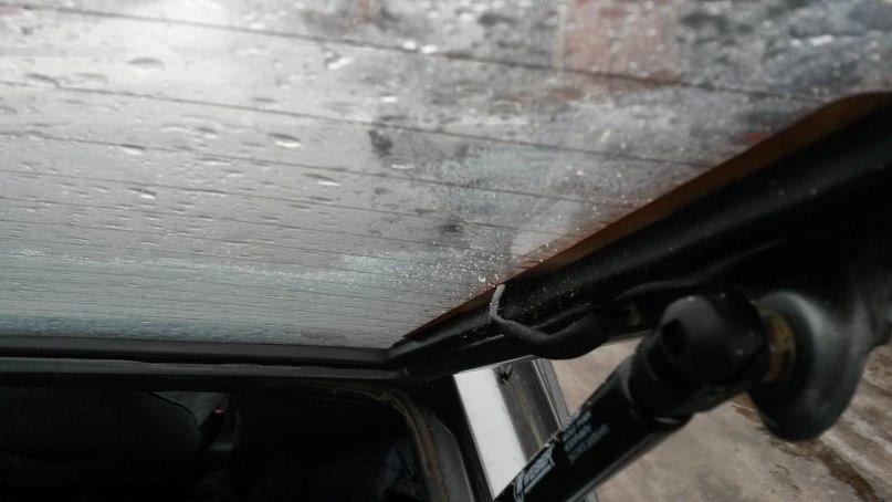 Клей от тонировки на заднем стекле автомобиля