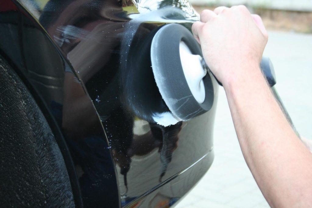 Полировка бампера автомобиля