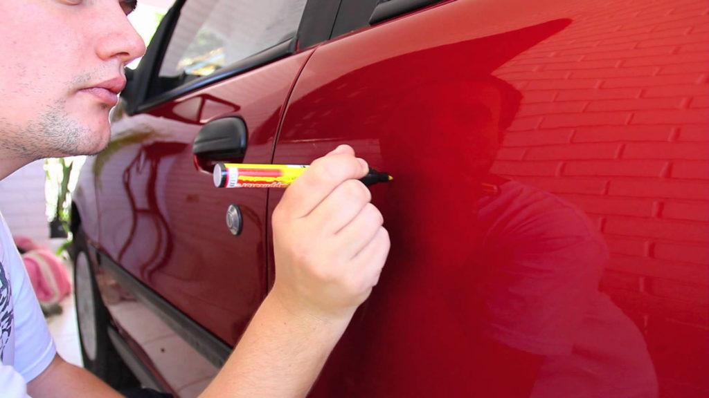 Удаление царапин с кузова восковым карандашом