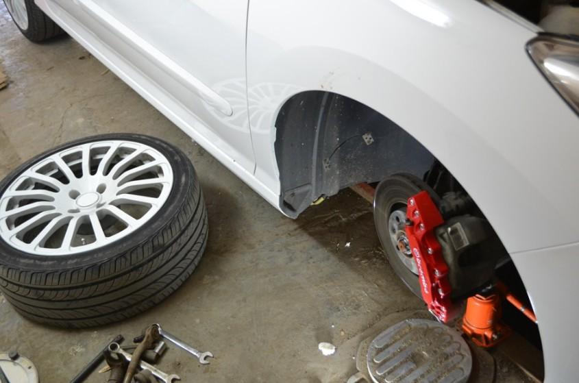 Снятие колеса «Пежо 308»