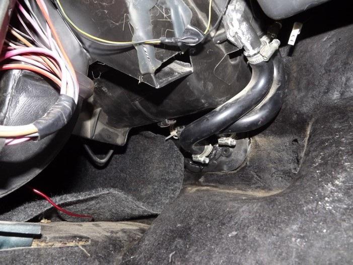 Патрубки, соединяющие кран с радиатором
