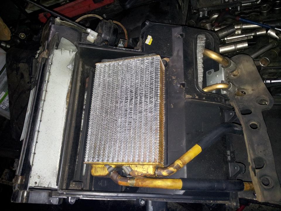 Радиатор печки в кожухе